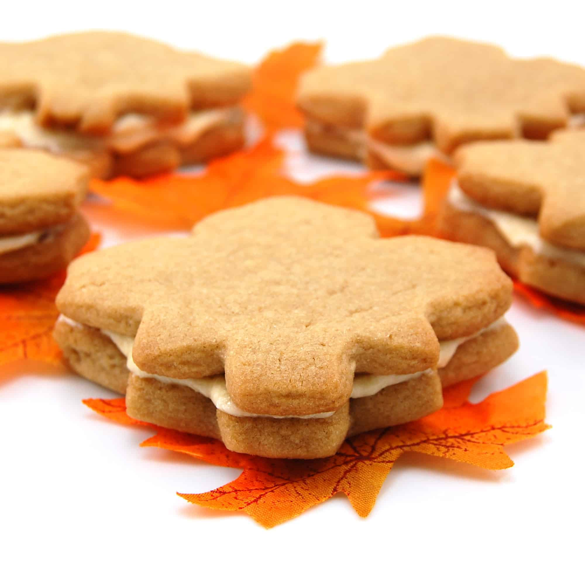 maple cream cookies with leaves