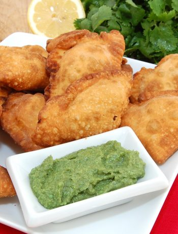 Indian Samosa with dip