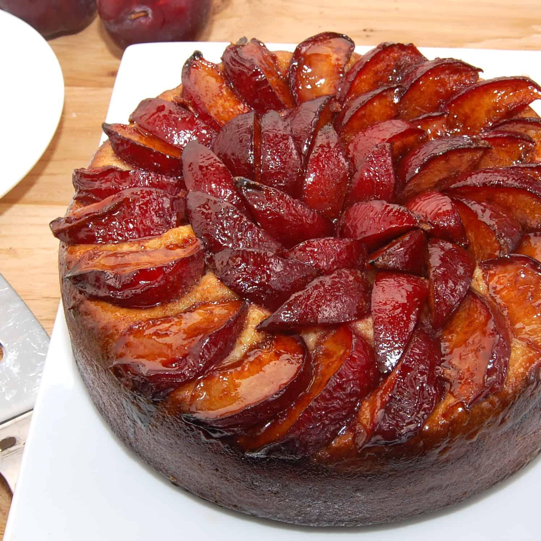 pflaumenkuchen cake ready to eat