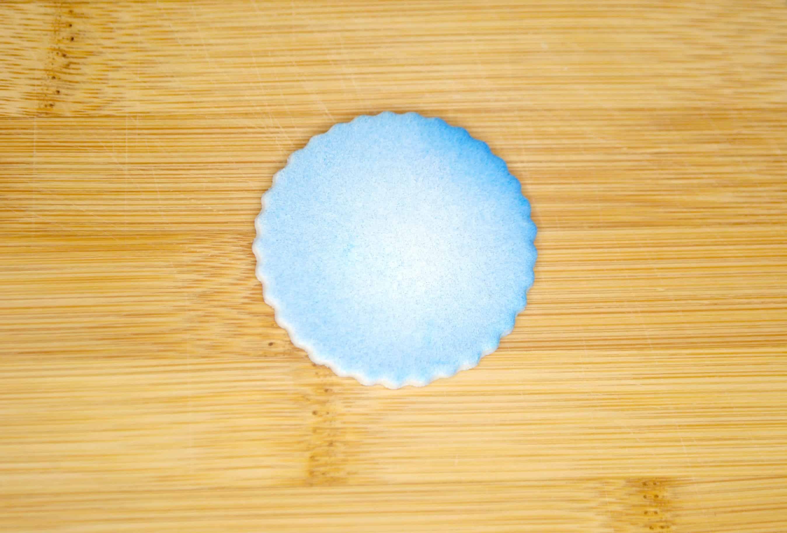 blue fondant circle