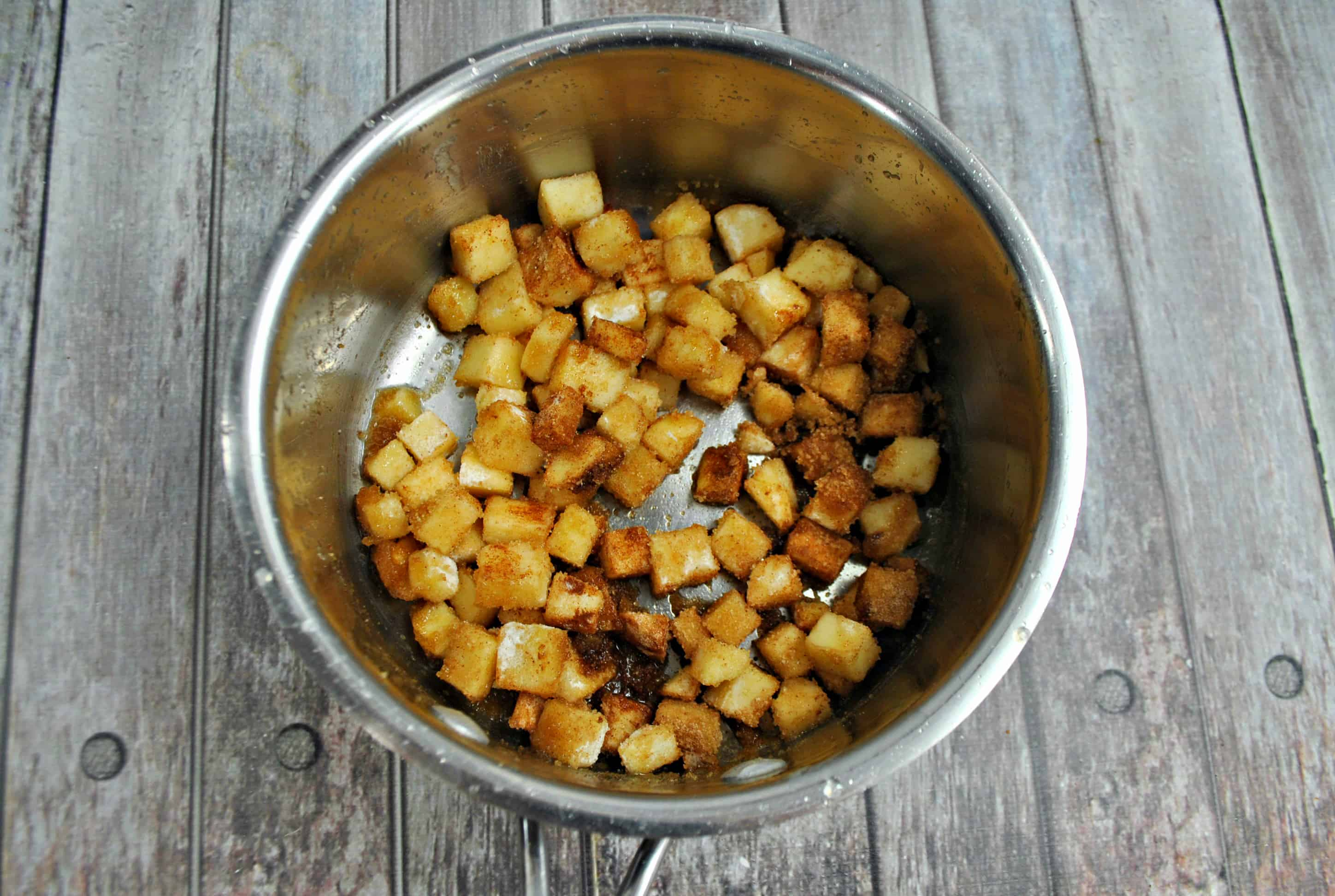 apple pie filling in a bowl