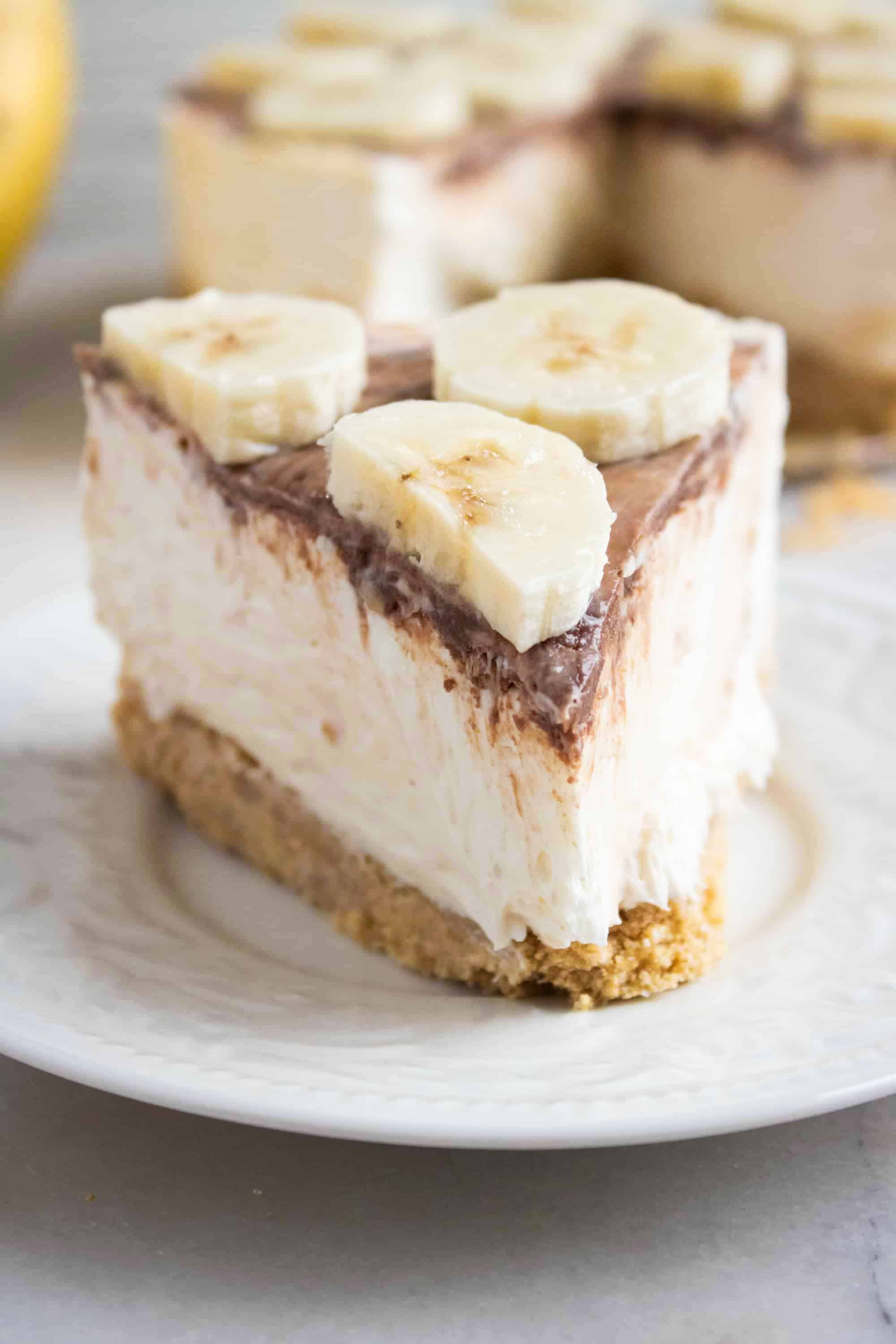 slice of no bake nutella cheesecake