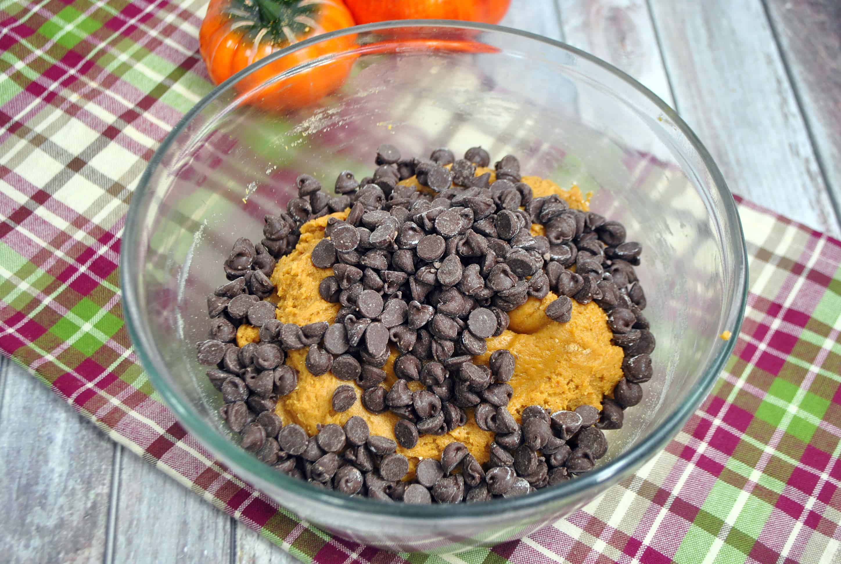 chocolate chips in pumpkin cookie dough