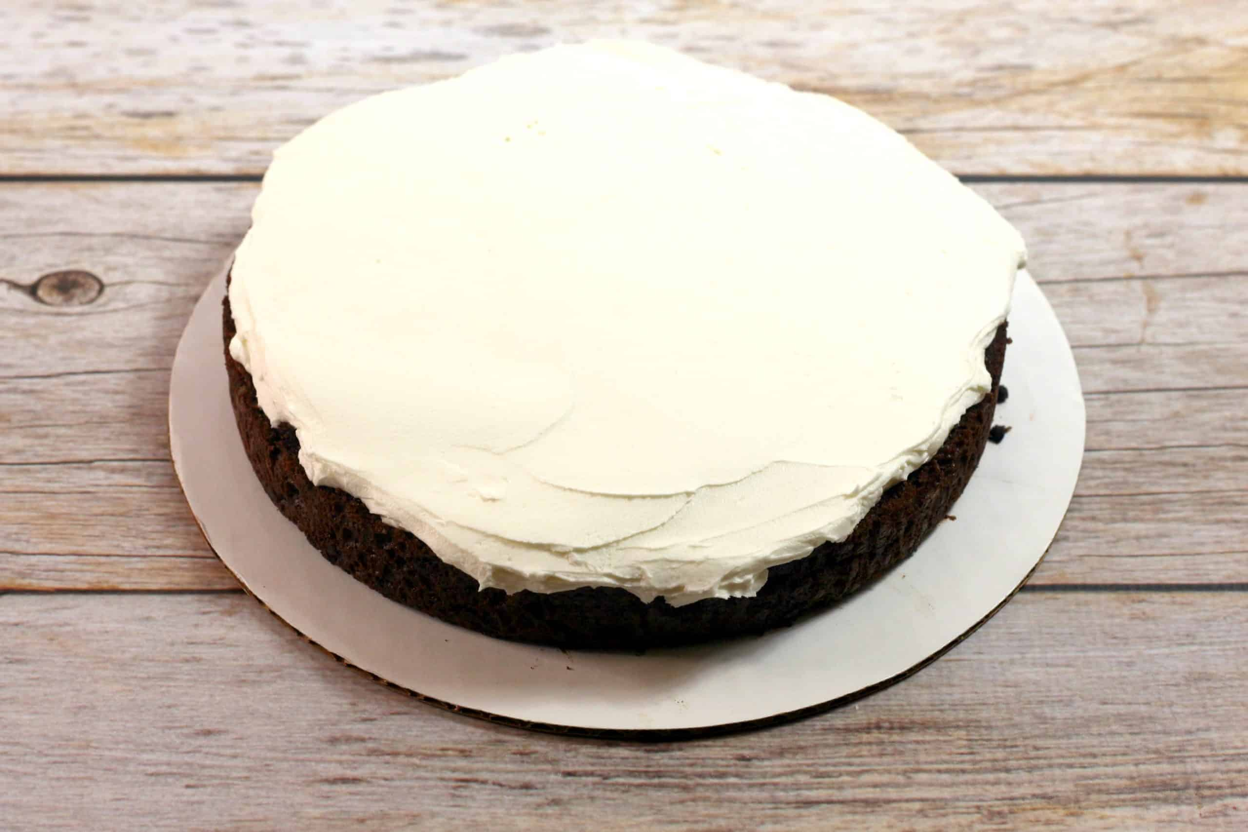 vanilla frosting on chocolate cake layer