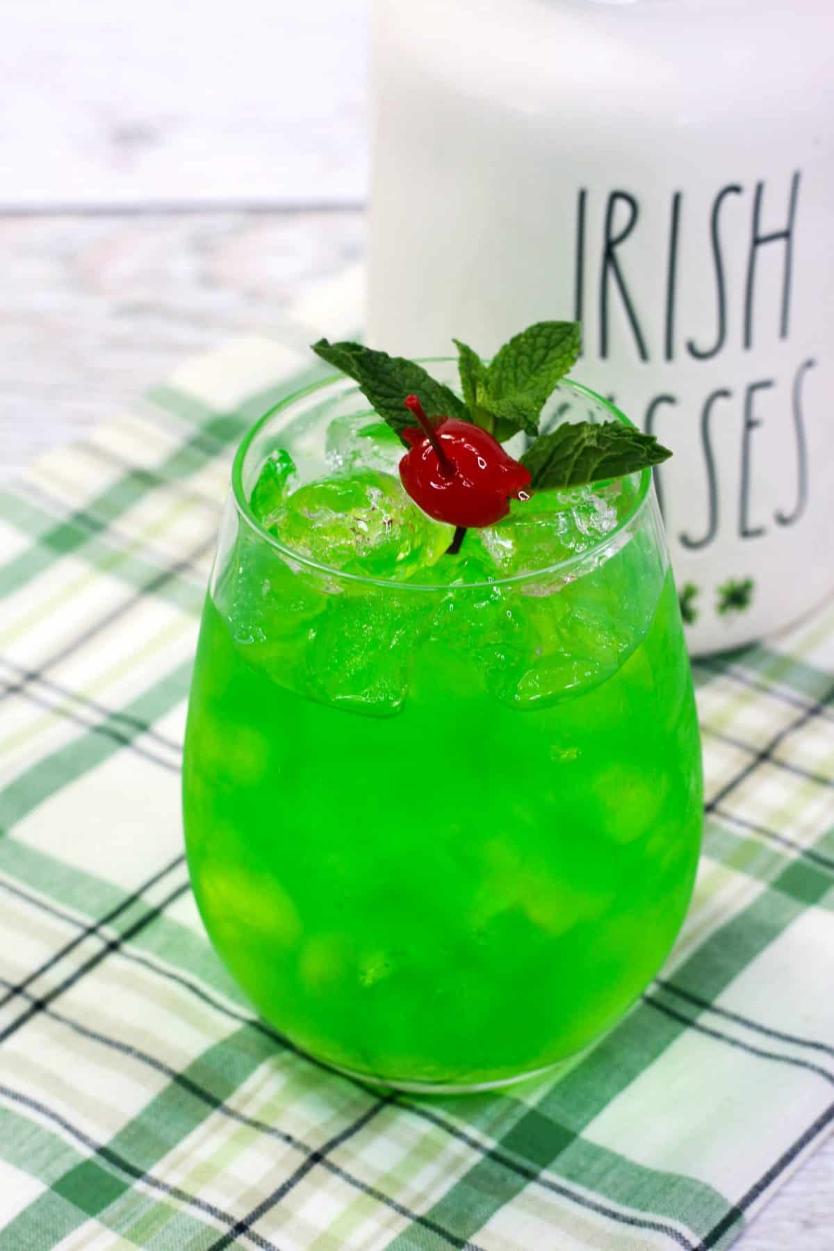 Easy Green Colored Cocktail, Jameson Whiskey Mixed Drink