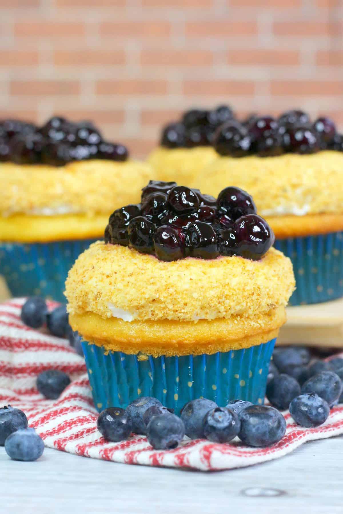 blueberry pie cupcakes, blueberry cupcakes